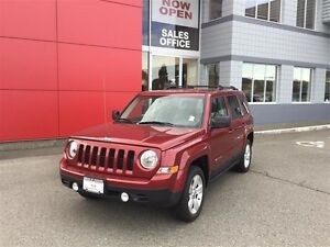 2014 Jeep Patriot 4x4 Sport / North No Accidents ! Clean *SUV* ! Comox / Courtenay / Cumberland Comox Valley Area image 1