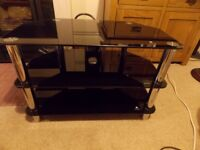 Quality TV table Black glass with silver legs