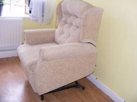 CAN DELIVER - DUAL MOTOR ELECTRIC RISE RECLINER CHAIR IN VERY GOOD CONDITION