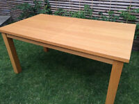 Lovely strong large solid oak/oak veneer extendable dining table, very good condition