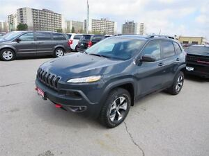 2016 Jeep Cherokee Trailhawk - V6  4x4  Back Up Cam  Remote Star