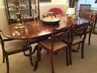 Mahogany dining table & 6 chairs. Extending.