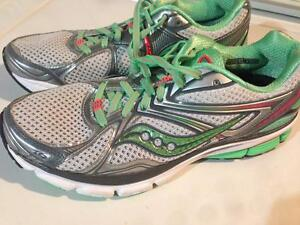Saucony running shoes like new W9.5
