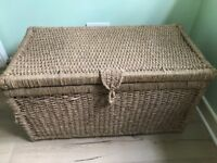 Set of 2 wicker baskets