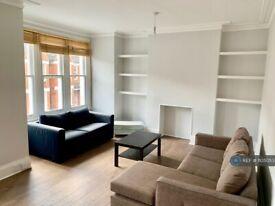 3 bedroom flat in Yukon Road, London, SW12 (3 bed) (#1105053)