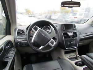 2015 Chrysler Town & Country Touring-L | CAM | LEATHER | REAR AI London Ontario image 9