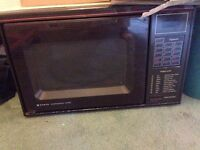 Selling a functioning microwave - pick up in Marchmont