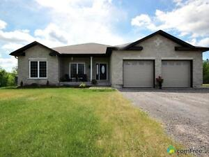 $529,000 - Bungalow for sale in Almonte