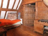 Attractive attic room in barn conversion in quiet village near Evesham