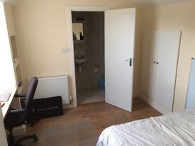 En-suite double room, all bills included, £770 per month. SINGLE OCCUPANCY ONLY