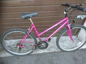 APOLLO LADIES MOUNTAIN BIKE 🚴, 18 INCH FRAME, 26 INCH WHEEL'S, 18 GEARS, GOOD CONDITION..