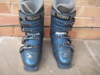 Ladies TECHNICA ski boots size 6 Euro 39