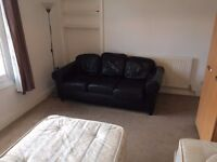 MASSIVE TWIN ROOM WITH SOFA IN KENTISH TOWN, 4 MIN BY WALK TO CAMDEN £210//167K