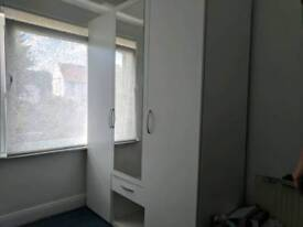 2 single room to share in High Barnet