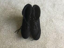Girls New Look Black Boots size 36/uk 3