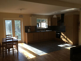 DOUBLE ROOM FOR 1 PERSON ONLY IN LUXURY HOUSE, 3 BATHROOMS, OPEN PLAN KITCHEN, ALL PROFESIONALS,