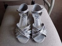 2 pairs girls sandals excellent condition size 11