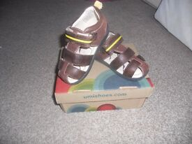UMI leather sandals size 22