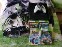 XBOX 360 4GB + wired pad and 4games