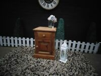 SINGLE SOLID PINE FARMHOUSE BEDSIDE CABINET BEAUTIFUL DETAILS AND IT'S IN VERY GOOD CONDITION