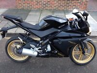 Yamaha YZF R-125 in Black Immaculate condition ONLY 3109 MILES on clock