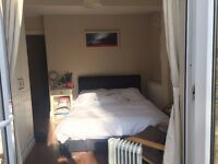 Lovely Ensuite Double Room in Ground Floor Flat