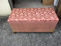 Pink Lloyd Loom blanket box / ottomon