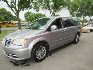 2014 Chrysler Town & Country Touring-L*SUPER PROPRE