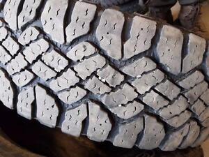 4 pneus d'été LT245/75/17 Goodyear Wrangler Duratrac. 35% d'usure, mesure 10-11-11-12/32.