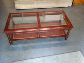 Coffee table with glass top in 2 panels that lift out