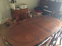 Rosewood oval dining table with 2 + 6 chairs. In very good condition