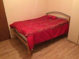 ** CHEAP DOUBLE ROOM AVAILABLE FROM 06/12** £125 single use £150 double use all bills included