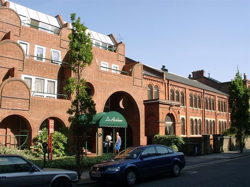 2 bedroom flat in Marlborough Place, St Johns Wood