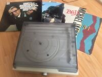 Record player with 4 great vinyl records!