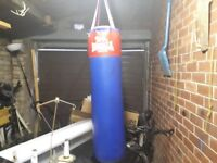 Lonsdale 4' heavy punch bag