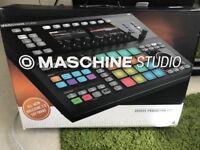 Maschine Studio + Komplete Kontrol Keyboard