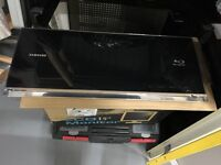 Samsung BD-C7500 Ultra Slim Wall Mountable Blu-Ray Disc Player.