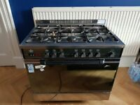 Gas Range Cooker with large oven and 6 gas rings
