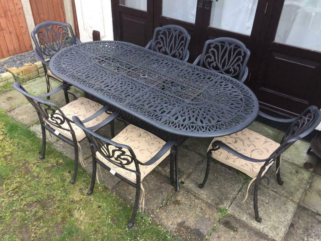 Stunning black bronze hartman amalfi garden table with 6 chairs and cushions