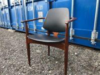 Elliots EON Carver Chair
