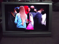 T.T.W. Lcd tv with free view and DVD