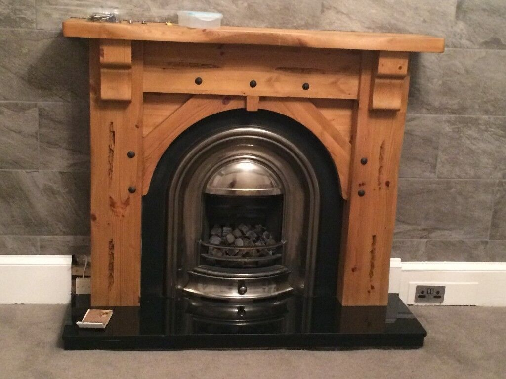 RUSTIC, SOLID WOODEN MANTELPIECE SURROUND