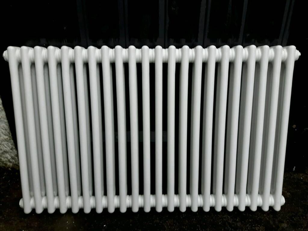 Cast iron column style radiator