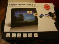 Digital photo frame 7 inch