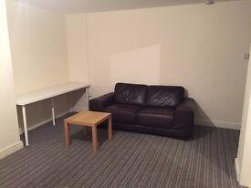 2 bed flat ls84hx near tesco £550 pcm 07946 388073