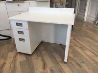 Small desk, hardly used // childrens room// study corner