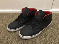 Mens Globe Trainers Size 11