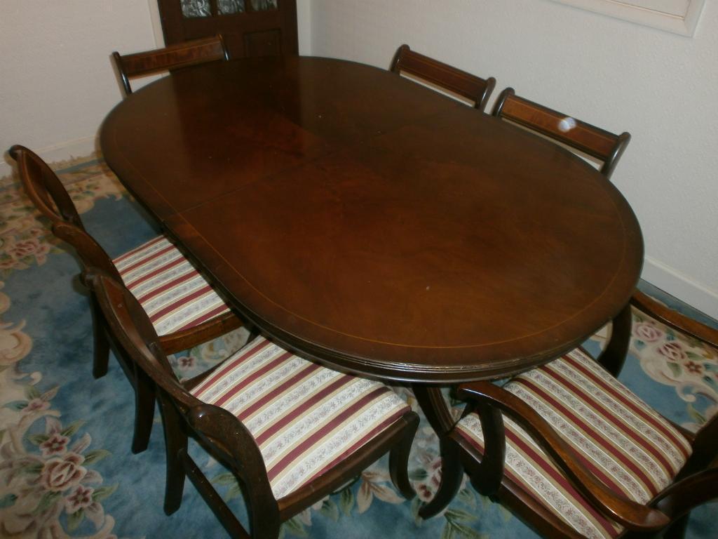 Antique style dark wood dining set extending adjustable