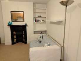 Earlsfield 2 bed flat Available NOW