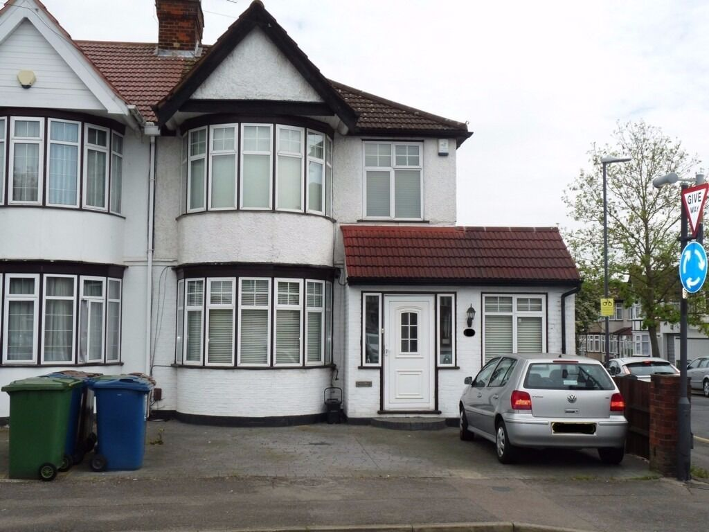 4 bed semi detached house with 2 bath in kenton